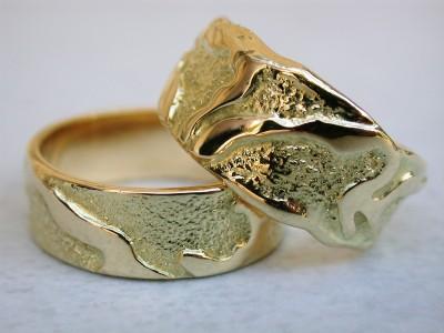18 karaat gouden trouwringen met patroon
