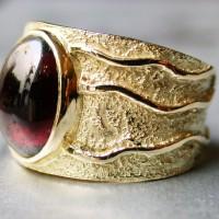 18karaat gouden ring met patroon edelsteen toermalijn Arnhem handgemaakt