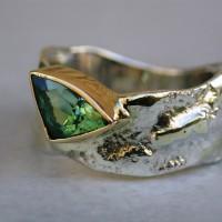 beeldhouw ringzilver met goud gemengde techniek toermalijn in gladomzetting