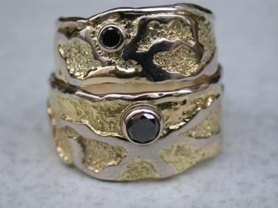 bicolor wit en geelgouden trouwringen met zwarte zwarten diamant met afbeelding arnhem