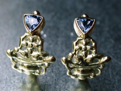 oorbellen blauwe saffier 14 karaat geel goud Afbeeldingen goud en zilver smid  arnhem afbeeldingen