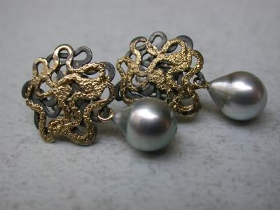 oorbellen zilver met goud  en zoetwater parel ontwerp ontworpenedelsmid arnhem afbeeldingen
