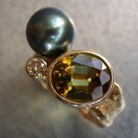 prachtige ring unicum  groene toermalijn met Tahiti parel parels goud ontwerp armhen sieraden