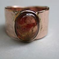 roodgouden ring met roze bruine toermalijn speciaal ontwerp handgemaakt arnhem