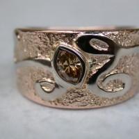roodgouden ringmet wit goud met markies bruine diamant afbeeldingen afbeelding