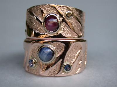 roodgouden trouwringen met stersaffieren en diamant