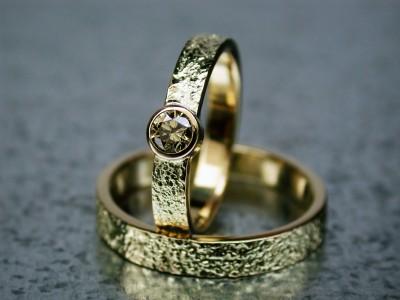 structuur ringen trouwringen 14karaat met bruine diamant