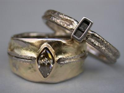 trouwringen gecombineerd geel en wit goud markies bruine en ruwe diamant