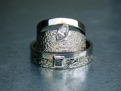 trouwringen met diamant en ruwe diamant