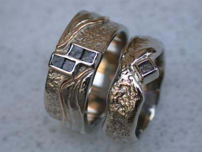 trouwringen met ruwe diamant combie goud