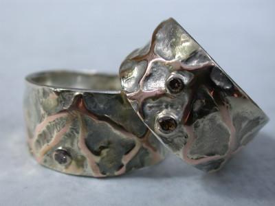 trouwringen zilver met geel goud patroon rood goud met diamant