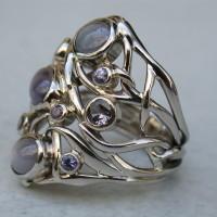 witgouden ring met stersaffieren en diverse kleur saffieren ontwerpster