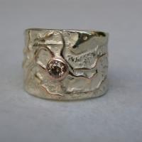 zilver gecombineerd met geel goud patoon roodgoud draad ingesmolten met bruine diamant