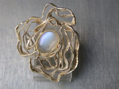zilver met goud in gesmolten met maansteen.handgemaakt goudsmid  arnhem