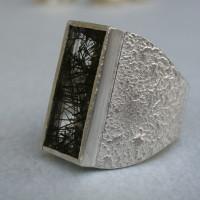 zilveren ring met toermalijn kwarts.