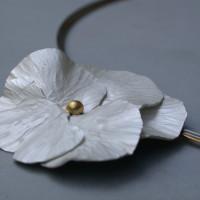 zilveren viool hanger met gouden hart. Gedreven zilver